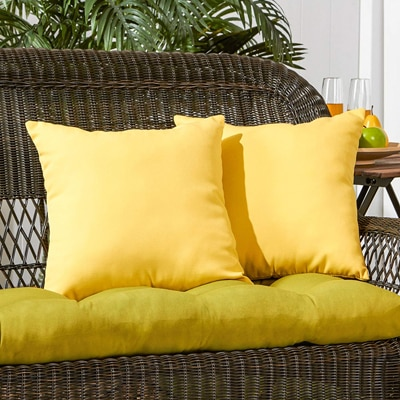 3. Greendale Home Fashions 17 inch Outdoor Accent Pillow